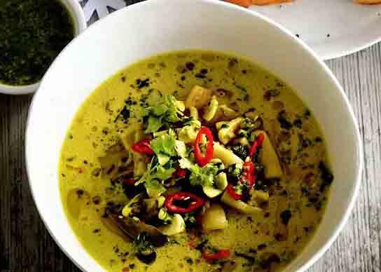 рыбный суп с семгой и кальмарами