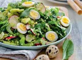 салат с щавелем, редисом и яйцом
