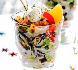 салат с гренками и сырными шариками
